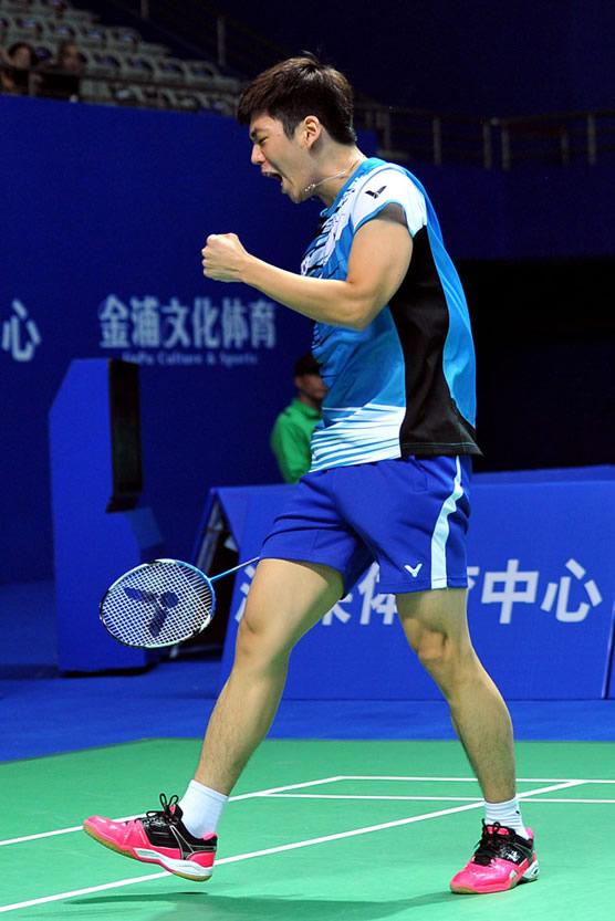 胜利SH-LYD李龙大款羽毛球鞋性能解析