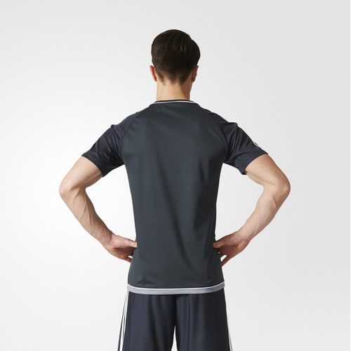 阿迪达斯曼联夜空灰男子短袖足球服图1高清图片