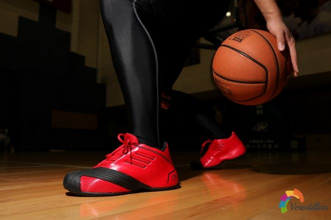 阿迪达斯T-Mac 1篮球鞋球场测评图2