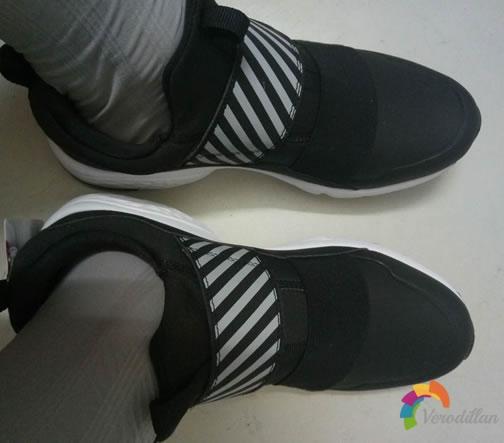 特步982319110067魔术贴跑步鞋试穿测评