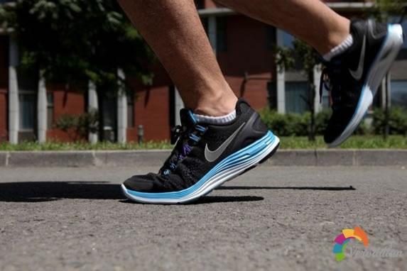 革命跑鞋-Nike LUNARGLIDE 4跑鞋深度测评图2