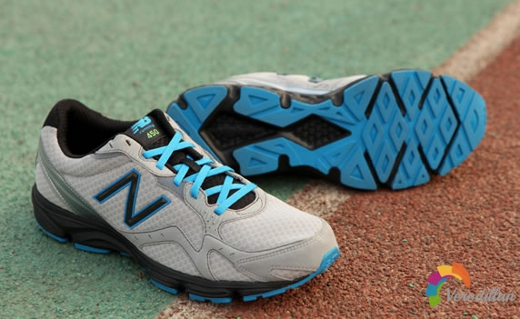 平凡跑者-New Balance 450塑胶跑道测评
