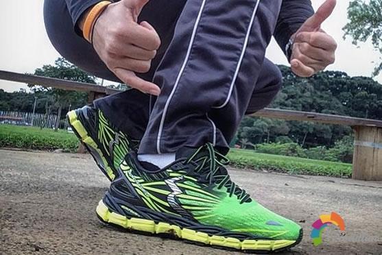 国产跑鞋里的四大超强缓震科技盘点