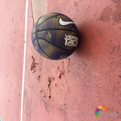 试用测评:耐克BB0434-410街头花式篮球图2