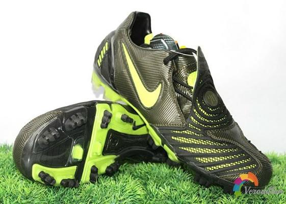 控球性出色:Nike T90 Laser II足球鞋设计解读