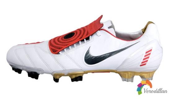 托雷斯明星款:解读Nike T90 Laser足球鞋