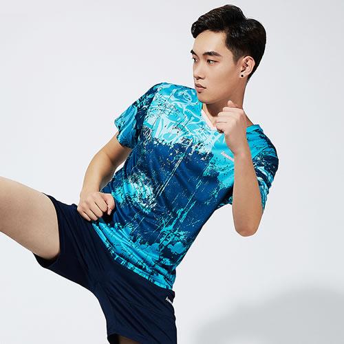 透气舒适:解读川崎ST-S1120男子羽毛球短袖