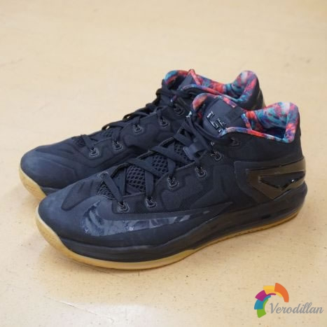 鞋评:Nike LeBronXI Low Black Gum性能测评图1