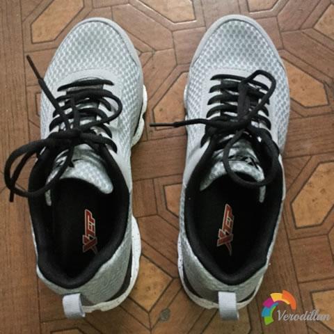 试穿测评:特步983219119292男子跑鞋上脚体验