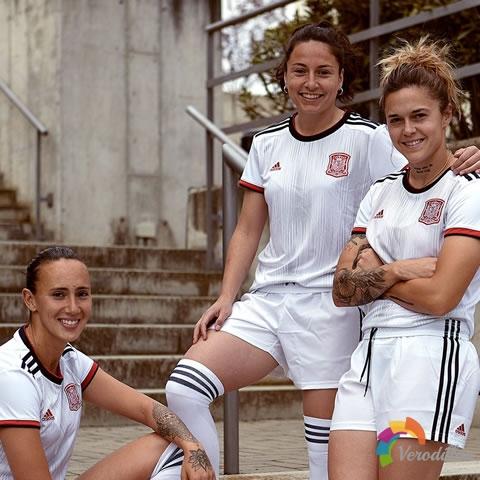 西班牙女足国家队2019世界杯客场球衣亮相热身赛