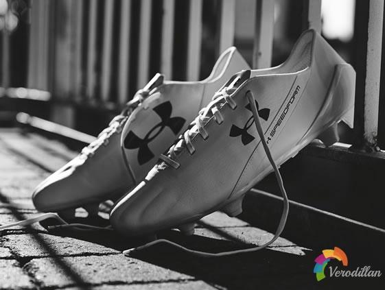 足球鞋测评:Under Armour SpeedForm实战解码