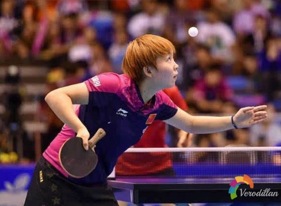 如何用乒乓球拍下半边练习发球
