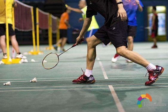 如何在玩耍中提升羽毛球技术