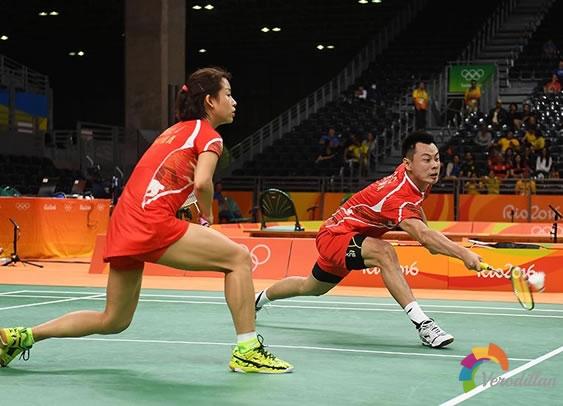 羽毛球混双女选手水平有限,如何调整战术