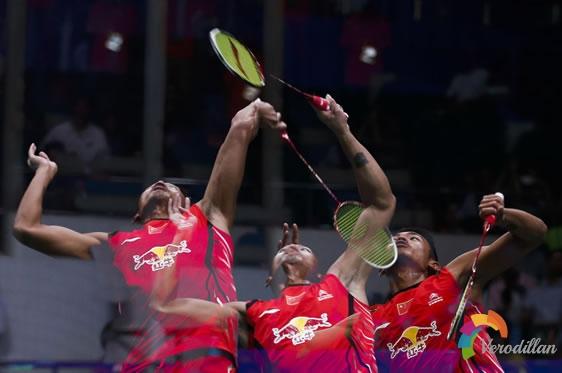 羽毛球击球点应在头顶最高点吗