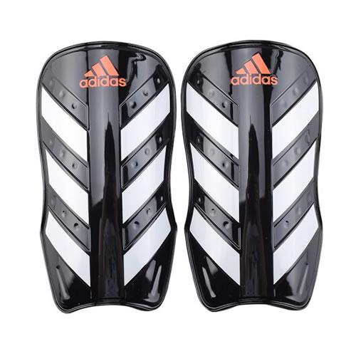 阿迪达斯CW5562足球护腿板