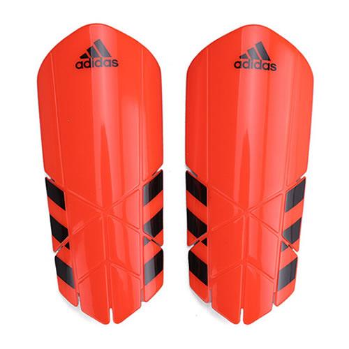阿迪达斯CF2411足球护腿板