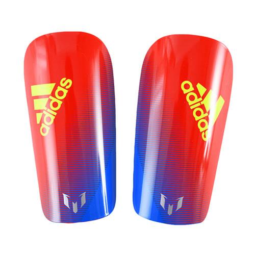 阿迪达斯DN8601足球护腿板