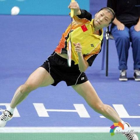 羽毛球双打对手后场杀球太猛,如何扭转局势