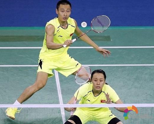 羽毛球双打技巧之站位,跑位与补位
