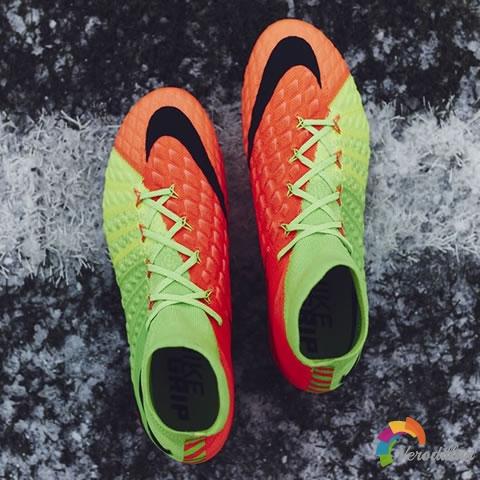 [细节深度解读]终极射门利器:耐克毒锋三代足球鞋