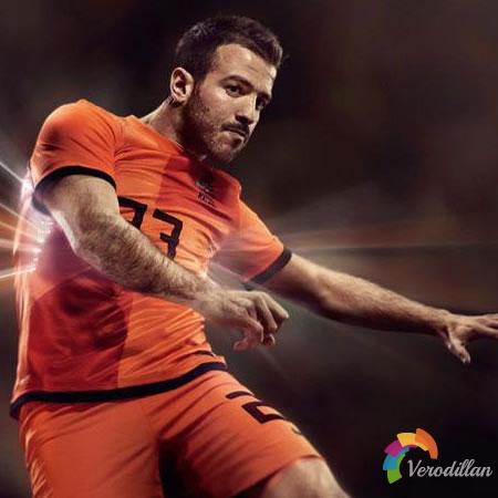 荷兰国家队2012/13赛季主场球衣亮相欧洲杯
