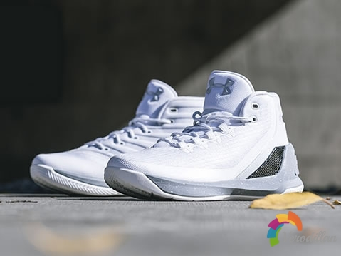 UA CURRY 3 Raw Sugar,篮球场上的
