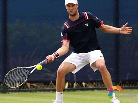 网球高级选手如何移动站位,有什么技巧
