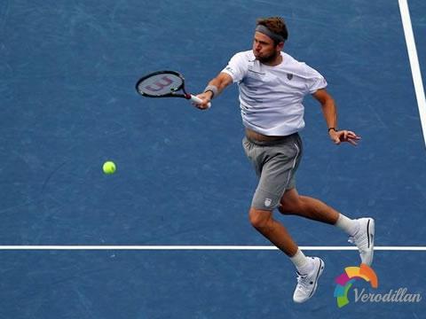 网球凌空击球练习方法(以正手为例)