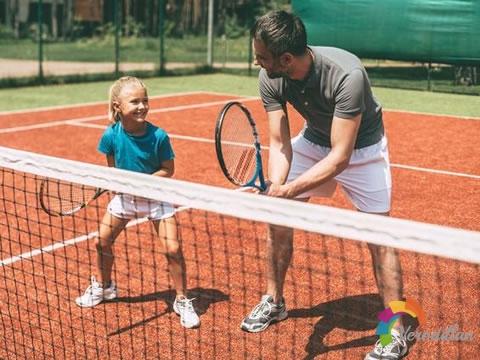 初学网球,学会控制比力量更重要