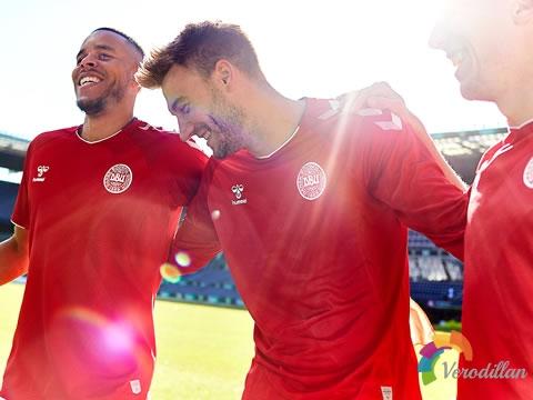 丹麦国家队2018主客场球衣,灵感源于皇家卫队