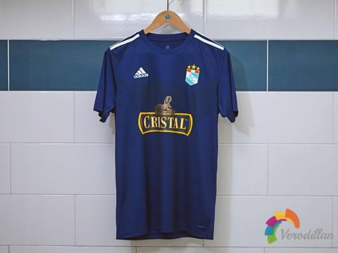 秘鲁水晶体育俱乐部三条纹七十年特别球衣发布