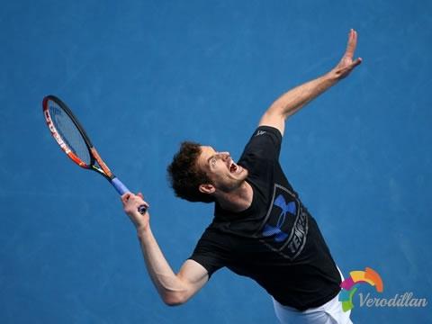 网球发球时如何避免被球拍打到