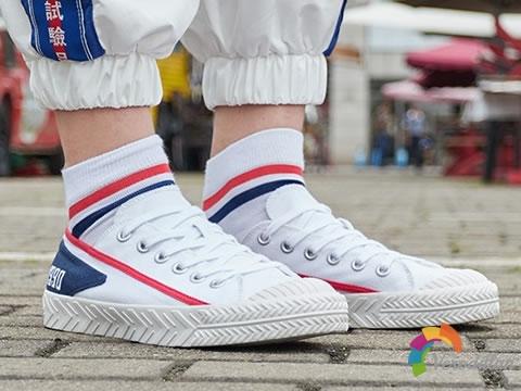 李宁AGCP115经典帆布鞋,很有九十年代的感觉