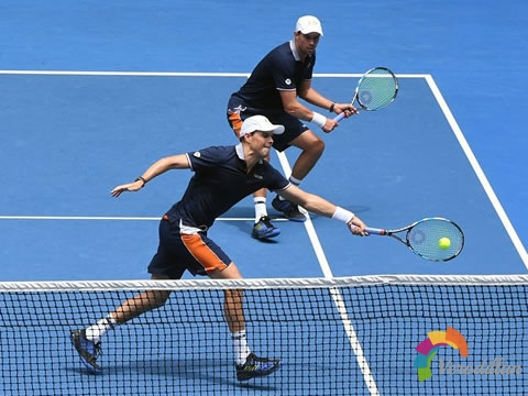 网球双打如何根据自身特点和比赛局势调整站位