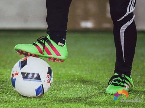 大力抽射玩家首选:adidas Ace 16.1 AG深度测评