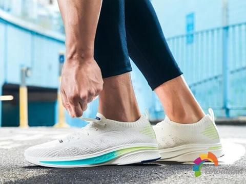重新定义轻:安踏FLASHLITE超轻网面跑鞋