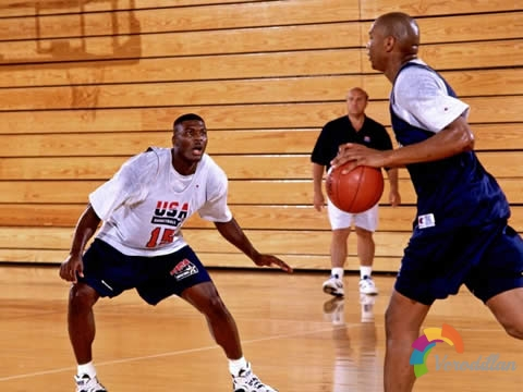 篮球一对一防守脚步练习和后撤步交叉步教学