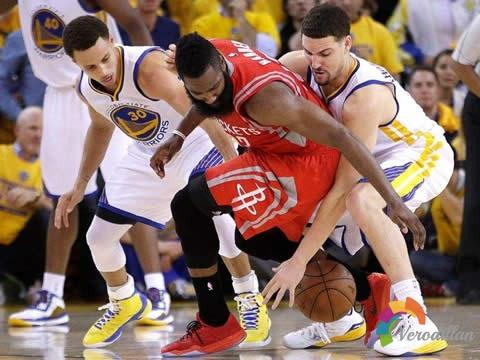 篮球紧逼防守技巧深度解码