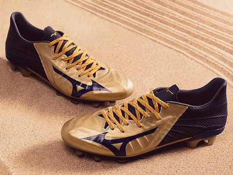 美津浓Rebula系列足球鞋型号价格(最新版)