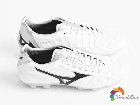 美津浓Rebula V1足球鞋迎来第四个官方配色