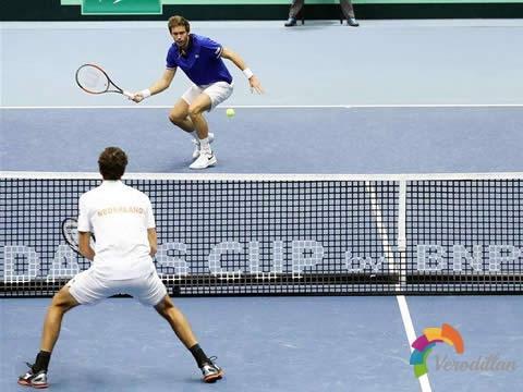 网球双打截击小窍门:离网越近,击球效果越好