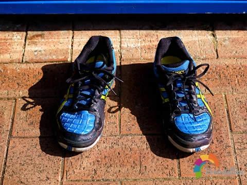 别具一格:ASICS GEL BLADE 4羽毛球鞋入手测评