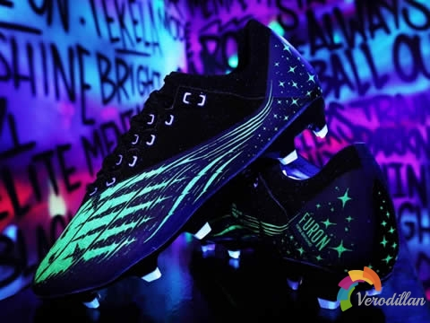 为新赛季备战:New Balance全新Night Heat Pack足球鞋套装
