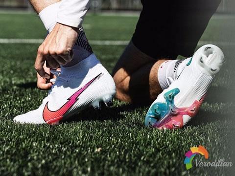 多彩渐变设计:耐克Flash Crimson足球鞋套装