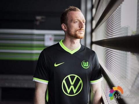[设计解码]沃尔夫斯堡2020/21赛季主客场球衣