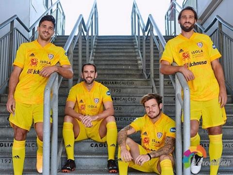 潮流范十足:卡利亚里2020/21赛季第二客场球衣