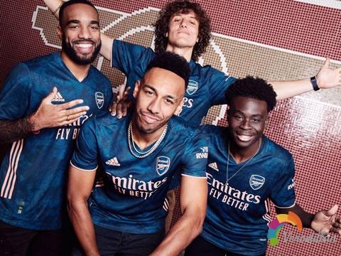 阿森纳2020/21赛季第二客场球衣,灵感源自酋长球场