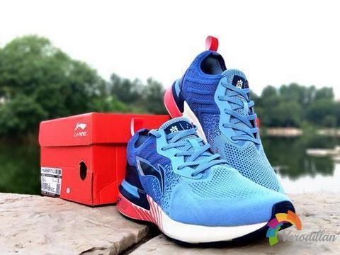[开箱报告]李宁岚轻量跑鞋,性能和运动的灵感诠释