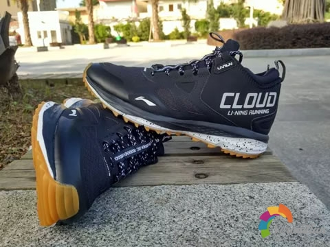 李宁Cloud II Wild Mid跑鞋测评及优缺点